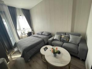 For RentCondoOnnut, Udomsuk : (Owner Post)12,000 only Knightsbridge Prime Onnut 🌃 Luxury condo on Nut zone.