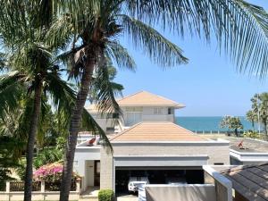 For SaleHousePattaya, Bangsaen, Chonburi : Pattaya village on a private beach House near Cartoon Network water park
