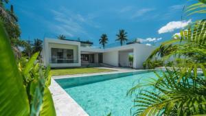 For SaleHousePattaya, Bangsaen, Chonburi : private villa Modern style, new building, land 3200 sq m. Usable area 1,400 sq m.