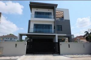 For SaleHousePattanakan, Srinakarin : ( 1) BK91 3 storey detached house for sale, Nusasiri Village, Rama 9-Wongwaen, Krungthep Kreetha Road. (parallel motorway)