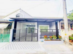 For SaleTownhouseBangbuathong, Sainoi : Townhome for sale, Rom Nhao Mai Village Wooden shade village 111 sq m. 21 sq wa, very good price.
