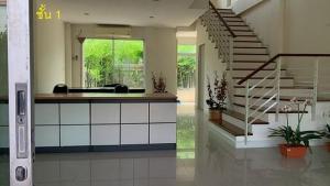 For SaleTownhousePattanakan, Srinakarin : Townhome for sale, 4 floors, 5 bedrooms, Bistown project. Soi Srinakarin 46/1 near Paradise Park