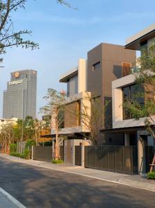 เช่าบ้านสาทร นราธิวาส : Rental : Single House with Full Furniture , Baan 365 Sathorn , 4 Bed 4 Bath , 4 Parking Lot , 58 Sqw , 350 Sqm   🔥🔥 Rental : 150,000 THB / Month🔥🔥   #Houserental #Fullfurnished #Electricity #PSLiving  More Informati