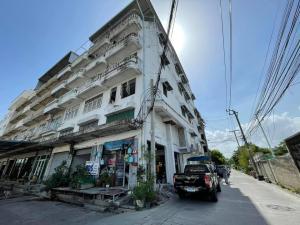 For SaleShophouseSamrong, Samut Prakan : sell!! Commercial building, 2 booths, Soi Sri Dan 13, good location on Srinakarin Road. near the yellow line BTS