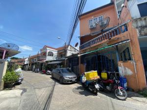 For SaleTownhousePinklao, Charansanitwong : 3-storey townhouse for sale, parking for 2 cars, Sap Charan Villa Village Soi Kaew Ngernthong 2