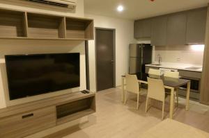 For RentCondoRatchathewi,Phayathai : Condo for rent: Rhythm Rangnam, 2 bedrooms, 46.5 square meters, 17th floor.