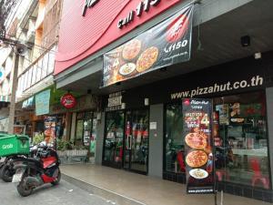 For LongleaseShophouseBang kae, Phetkasem : Selling the shop business is very cheap.
