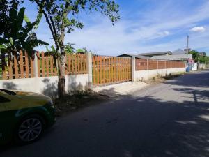 ขายที่ดินราชบุรี : ** ขายที่ดินพร้อมบ้านไม้(เก่า) อยู่แหล่งชุมชน (โพธาราม) **