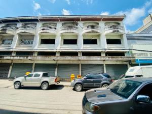 For SaleShophouseLadkrabang, Suwannaphum Airport : 3-storey commercial building, 4 booths, Soi King Kaew 62, near Suvarnabhumi Airport