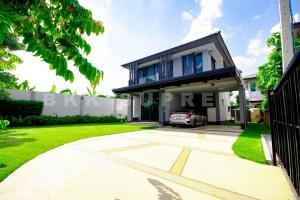For SaleHouseLadkrabang, Suwannaphum Airport : (Sell) **Resort style detached house Burasiri Wongwaen-On Nut (corner plot) New house, beautiful built-in decoration. Ready to move in **