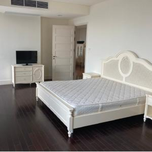 For RentCondoSukhumvit, Asoke, Thonglor : Aguston 🔥 Beautifully decorated, unblocked view, very big room, convenient to travel, near the train station And the subway, contact 062-515-4297 (Mr. Edward)