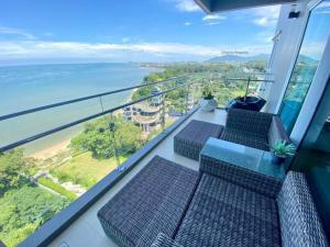 For SaleCondoPattaya, Bangsaen, Chonburi : Selling luxury condo, the zea, 2 bedrooms, next to the sea