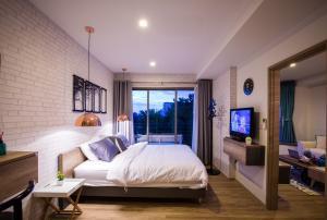 For RentCondoCha-am Phetchaburi : Baan san ngam condo 2 bed, next to the sea, private beach