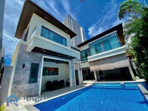 For SaleHousePattaya, Bangsaen, Chonburi : Two story villa with Private beach village.‼ located on Pratumnak hill