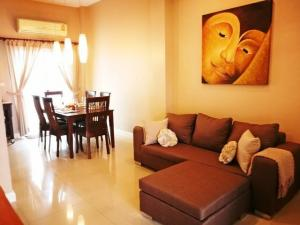 For RentTownhouseRama9, RCA, Petchaburi : Code C4239, 3-storey townhome for rent, The Metro Rama 9, beautifully decorated with furniture.
