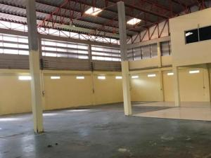 For RentWarehouseRama 2, Bang Khun Thian : For Rent Warehouse for rent with offices and workers' houses, Soi Bang Kradi 11, Rama 2, land area 200 square meters, warehouse area 304 square meters, very good location, easy to get in and out of ten-wheelers.