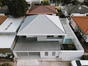 ขายบ้านอ่อนนุช อุดมสุข : ขายด่วน  บ้านเดี่ยว 2 ชั้น 79 ตรว. หมู่บ้านคลองตันนิเวศน์ ซอยปรีดีพนมยงค์ 42 พร้อมสระว่ายน้ำส่วนตัว
