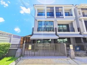 For SaleTownhouseRathburana, Suksawat : Baan Klang Muang Suksawat, very beautiful house, corner plot, with area on the side and back of the house, complete extension, ready to move in On the main road Suksawat Near Bhumibol Bridge Expressway, only 9.9 million