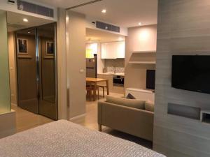 For RentCondoSukhumvit, Asoke, Thonglor : Condo for rent, The Room Sukhumvit 21, near BTS Asoke.