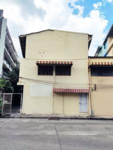 เช่าตึกแถว อาคารพาณิชย์คลองเตย กล้วยน้ำไท : ให้เช่าอาคารพาณิชย์ 3 ชั้น 2 คูหา ใกล้ Lotus พระราม 4 คลองเตย