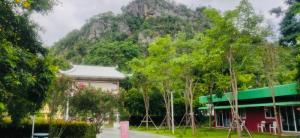 ขายขายเซ้งกิจการ (โรงแรม หอพัก อพาร์ตเมนต์)กาญจนบุรี : ขาย กิจการรีสอร์ท 3-1-15 ไร่ เกาะสำโรง ริมแม่น้ำแควน้อย อ.เมือง กาญจนบุรี ติดต่อ ติ๊ก 082-691-4199