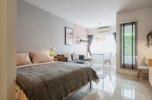 For RentCondoOnnut, Udomsuk : Condo for rent A Space Sukhumvit 77 BA21_06_076_05. Inside the room is decorated sweetly. Ready to move in, only 7,499 baht
