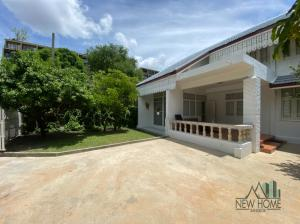 For RentHouseWitthayu,Ploenchit  ,Langsuan : Unique house for rent in Ruanrudee