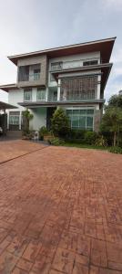 For SaleHouseKasetsart, Ratchayothin : Quick sale! Modern luxury house near BTS Senanikom, price 52 million baht, call 095-929-5613