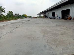 For RentWarehouseRangsit, Patumtani : For Rent Warehouse for rent, new condition, many sizes to choose from. Along the road along Khlong Sip, Nong Khae, Nong Suea, Pathum Thani, area 512 square meters, 40 feet trailer, easy access.