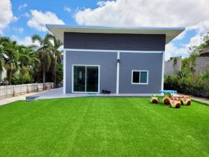 For SaleHouseHua Hin, Prachuap Khiri Khan, Pran Buri : (Sell by owner) Single-storey detached house. Hill Beach Resort Village, Pranburi, area 107 sq.wa., 2 bedrooms, 2 bathrooms, fully furnished.