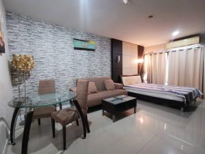 For RentCondoThaphra, Wutthakat : Condo for rent, Metro Park Sathorn, near BTS, size 31 sqm., 4th floor, beautiful room, good furniture, complete set