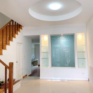 For SaleTownhouseLadprao101, Happy Land, The Mall Bang Kapi : Urgent sale, Town House, 3 floors, 4 bedrooms, 5 bathrooms, new, never been in, high ceiling, beautiful, comfortable.