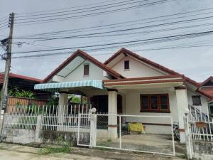 For SaleHouseChiang Mai : Single storey house for sale near Ruamchok junction, affordable price, only 1.65 baht, ready to transfer.