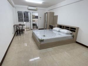 For RentCondoRamkhamhaeng, Hua Mak : For rent Phanasin Place Ramkhamhaeng 24/3 can pet.