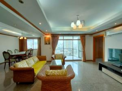 For SaleCondoSukhumvit, Asoke, Thonglor : [For Sale] Royal Castle Condominium Fully Furniture Near Prompong BTS Station 148. 66 sqm.