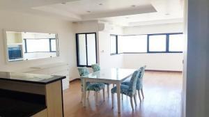 For RentCondoSukhumvit, Asoke, Thonglor : Condo for rent, The Room Sukhumvit 21, size 64 sqm., 19th floor.