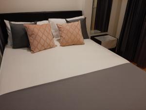 For RentCondoKhlongtoei, Kluaynamthai : One Bedroom fully furnish 26sq.m.  Lumpini Place Rama4 Ratchadapisek THB15000 per monthsnext to MRT Queen Sirikit Convention Centre (Underground station) Tel 086 4653250 Line ID : Propertyj