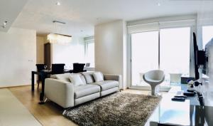 For RentCondoSukhumvit, Asoke, Thonglor : Condo for rent HQ Thonglor BA21_06_080_05. elegantly decorated room Complete electrical appliances, price 84,999 baht