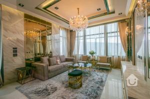 For SaleHousePattanakan, Srinakarin : Luxury house, Grand Bangkok Boulevard, Rama 9, very nicely decorated, size 100.3 sq wa, price 39 million baht.