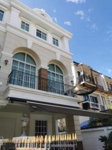 For RentTownhouseRamkhamhaeng, Hua Mak : H443-For rent, 3-storey townhome, Plus City Park, Soi Ramkhamhaeng 24. There are furniture and electrical appliances. ready to move in