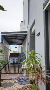 For SaleTownhouseNawamin, Ramindra : Sell or Rent a 3-Storey Townhome, The Ricco Town Watcharapon , Good Location , near the expressway Sukhaphiban 5 , near BTS Green Line and Pink Line , close to the motorway !!