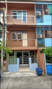 For RentTownhouseSukhumvit, Asoke, Thonglor : Townhouse for rent, 3 bedrooms, 2 bathrooms, Sukhumvit 101 line, near BTS, good location