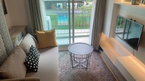 For RentCondoBangna, Lasalle, Bearing : Urgent rent, Lumpini Place Bangna Km. 3, decorated with built-in rooms. complete electrical appliances There is a washing machine