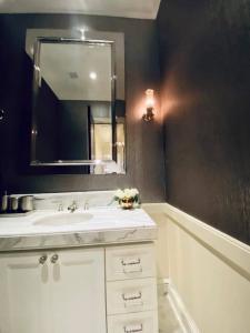 For RentCondoWitthayu, Chidlom, Langsuan, Ploenchit : Rental : 98 Wireless Condo , 3 Bed 2 Bath , Floor 7 🔥🔥Rental : 245,000 THB / Month. 🔥🔥 More Information 📱Tel : 062-694-4698 / Dream 📱Line : 0924126223dream See more at https://www.facebook.com/PS.Living.Of