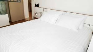 For RentCondoOnnut, Udomsuk : HTR-0004 Condo for rent, Ideo Mix Sukhumvit 103, very cheap rent, corner room, BTS view, airy, comfortable