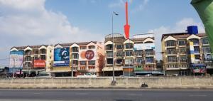 เช่าตึกแถว อาคารพาณิชย์พระราม 5 ราชพฤกษ์ บางกรวย : (เจ้าของโพสท์) ให้เช่าอาคารพาณิชย์ ทำเลทอง วงวียนราชพฤกษ์ ถนนราชพฤกษ์  เปิดกิจการพร้อมอยู่อาศัย หน้ากว้าง 4 เมตร ลึก 23 เมตร ปูกระเบื้องแกรนิตโต   กั้นกระจกเทมเปอร์