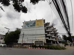 For RentShophousePattanakan, Srinakarin : Building wall, Nawamin Road, cheap rent.