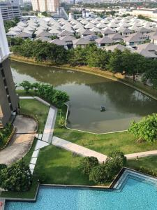 For SaleCondoBangna, Lasalle, Bearing : Selling very cheap!! Parkland Lakeside, beautiful view, overlooking the lake and swimming pool, ready to move in. Sell for only 2 million baht!!!