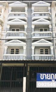 For SaleShophouseRathburana, Suksawat : 2 commercial buildings for sale, cheap price, Pracha Uthit 91