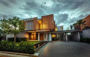 For SaleHousePattaya, Bangsaen, Chonburi : Code D28 Single house for sale, pool villa, modern tropical style, beautiful house, good feng shui, sea front, behind the mountain, slope area, on a private private plot of 55 rai (80 houses) built as a detached house. With a private pool, modern style, u